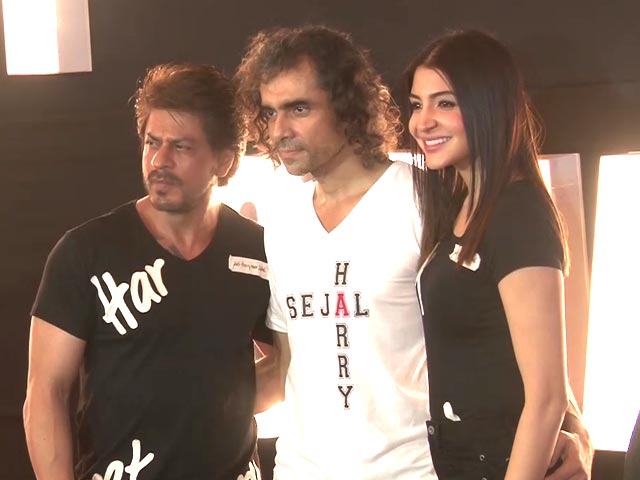 SRK, Anushka Sharma & Imtiaz Ali Visit A Night Club