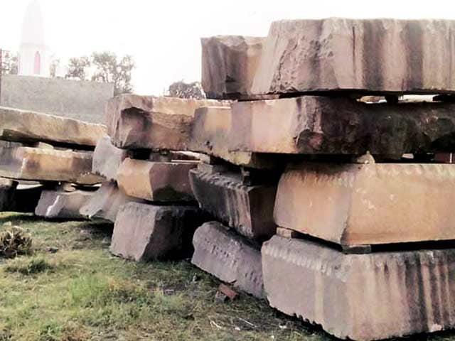 Video : फिर राम मंदिर की सुगबुगाहट, पांच ट्रक पत्थरों की खेप अयोध्या पहुंची