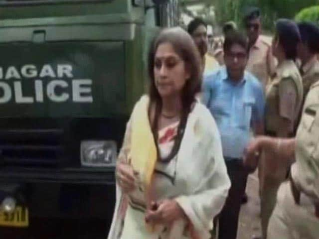 Video : No Entry to BJP's Roopa Ganguly, Left Team In Riot-Hit Basirhat
