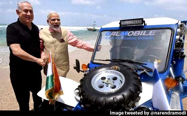 Video : PM Narendra Modi Checks Out Israel's Gal-Mobile