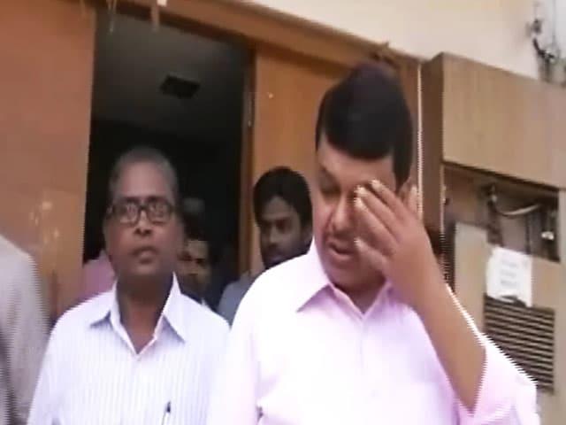 Video : महाराष्ट्र के सीएम देवेंद्र फडणवीस एक बार फिर हेलीकॉप्टर हादसे से बचे