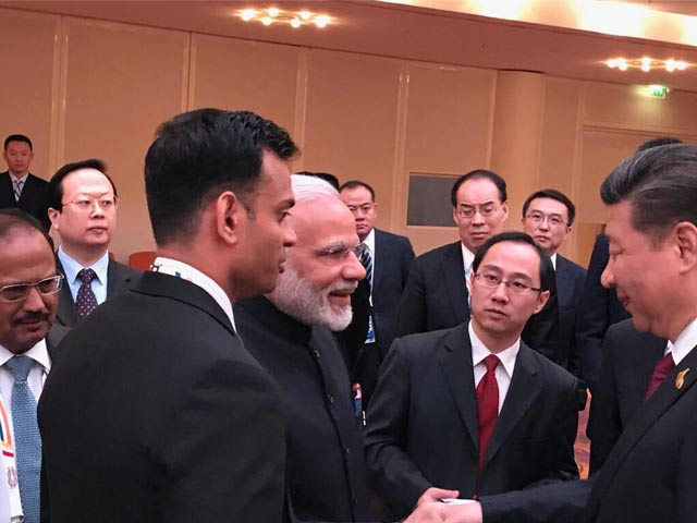 Videos : पीएम नरेंद्र मोदी और शी चिनफिंग के बीच हुई अनौपचारिक चर्चा