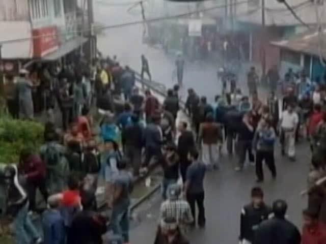 Videos : युवक का शव मिलने के बाद दार्जिलिंग में फिर भड़की हिंसा
