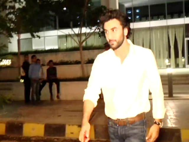 Video : Ranbir Kapoor At Mom Neetu Kapoor's Birthday Dinner