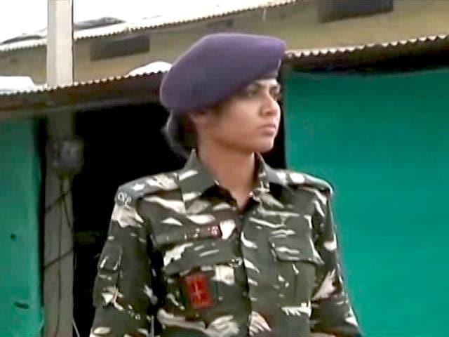 Video : बस्तर में तैनात CRPF की पहली महिला अधिकारी, लड़कियों के लिए बनीं प्रेरणा