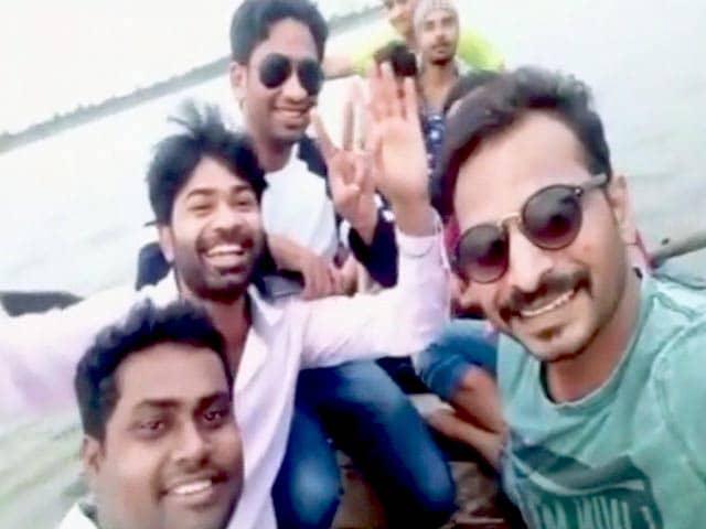 Video : नागपुर : 11 लोगों को ले जा रही नाव वेना नदी में डूबी, 7 की तलाश जारी