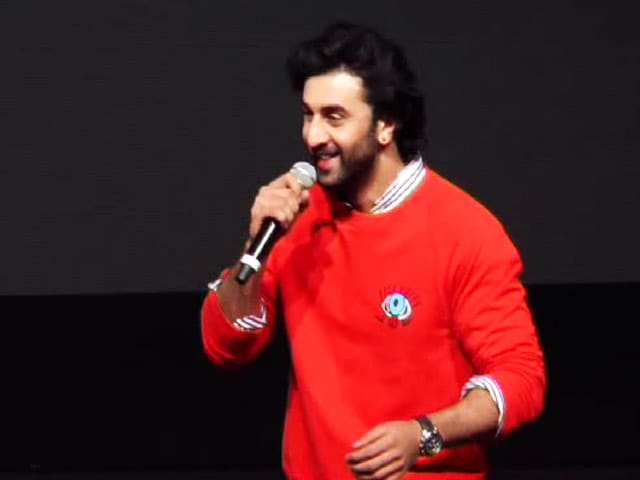 Video : Ranbir Kapoor Reaches Out To School Kids To Promote <i>Jagga Jasoos</i>