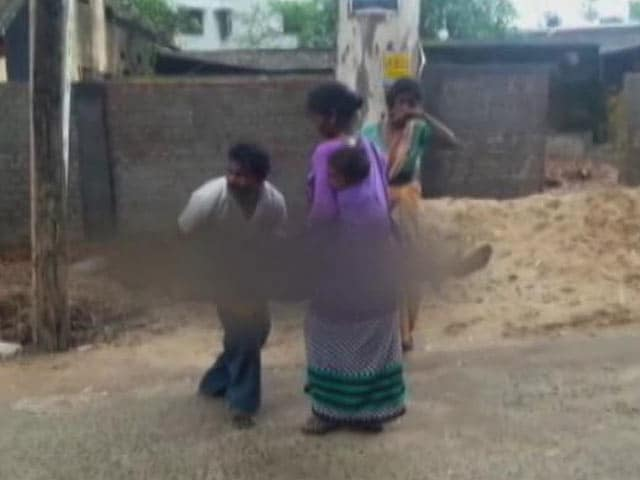 Video : Refused A Hearse Van, Family Carries Body In Bedsheet, 2 Doctors Suspended