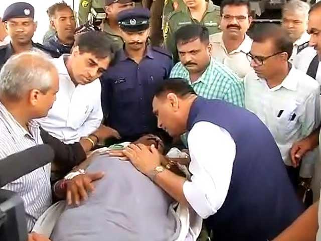 Videos : आतंकी हमला : अनंतनाग से श्रद्धालुओं को लेकर श्रीनगर से सूरत पहुंचा विमान