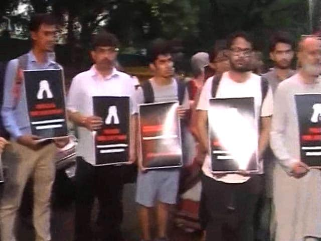 Video : Delhi, Srinagar March Against Amarnath Yatra Attack