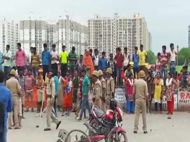 Video : Hundreds Attack Noida Housing Society Alleging Domestic Help Held Captive