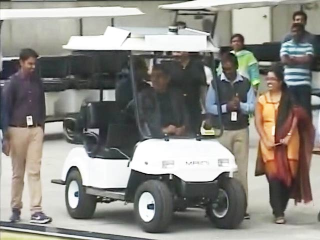 Video : Vishal Sikka Arrives In Driverless Cart, Offers Glimpse Into Infosys' New Plans