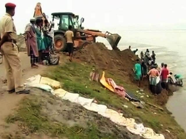 Video : Amid Assam Floods, How This Village Is Fighting To Save Its Eroding Embankment