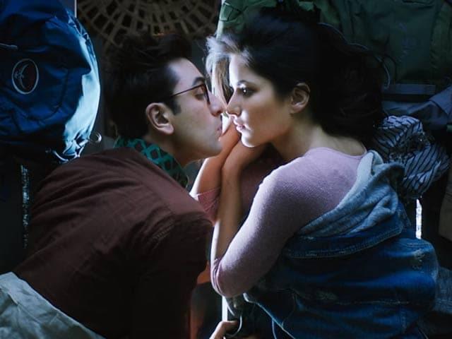Videos : 'जग्गा जासूस' फिल्म रिव्यू : रणबीर कपूर का जोरदार अभिनय लेकिन...