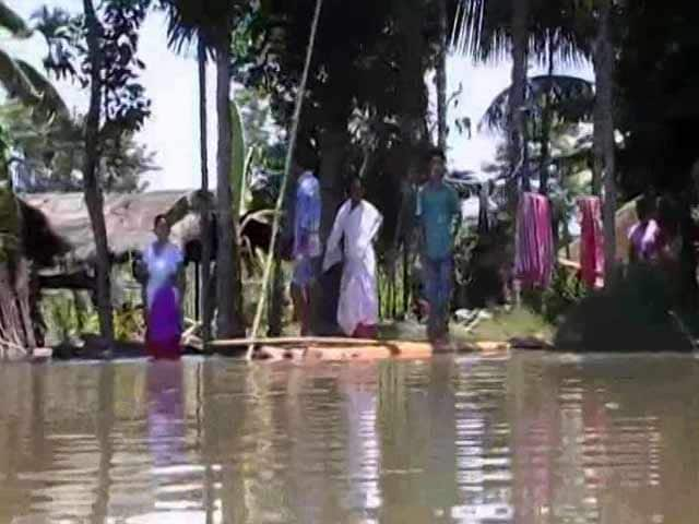 Video : With Husband's Broken Spine, Assam Floods Restrict Couple To A Banana Plant Raft