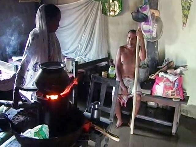 Video : असम में बाढ़ से बदतर हुए हालात, अब तक 61 की मौत, हजारों बेघर