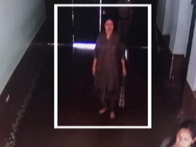 Videos : जेल में शशिकला को मिल रही हैं वीवीआईपी सुविधाएं