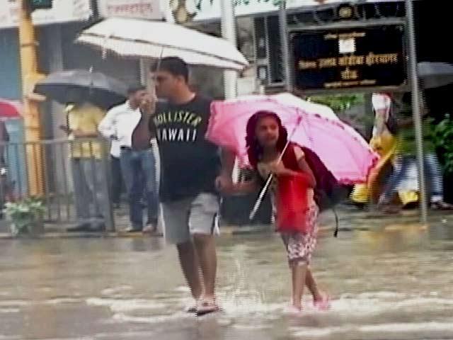 Video : मुंबई में अगले 24 घंटे भारी बारिश के आसार