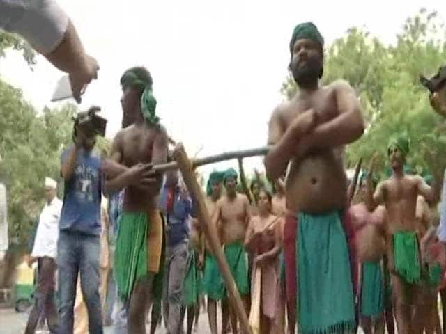 Video : Tamil Nadu Lawmakers Get 100% Hike As State's Farmers Protest In Delhi
