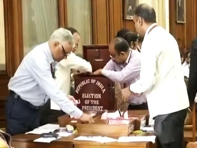 Videos : इंडिया 8 बजे : विपक्षी दलों का भी वोट मिला राम नाथ कोविंद को