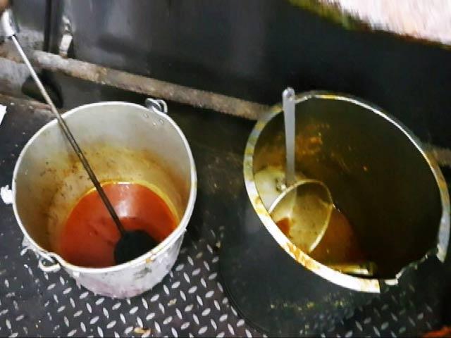 Videos : CAG रिपोर्ट में खुलासा : इंसानों के खाने लायक नहीं होता रेलवे का खाना