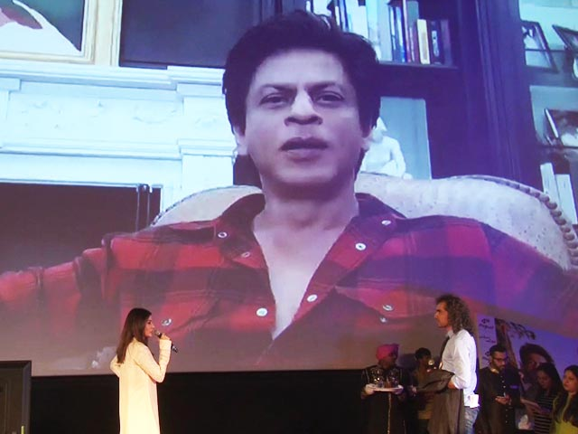 Video : Anushka Sharma & SRK Entertain The Media At <i>Jab Harry Met Sejal</i> Trailer Launch