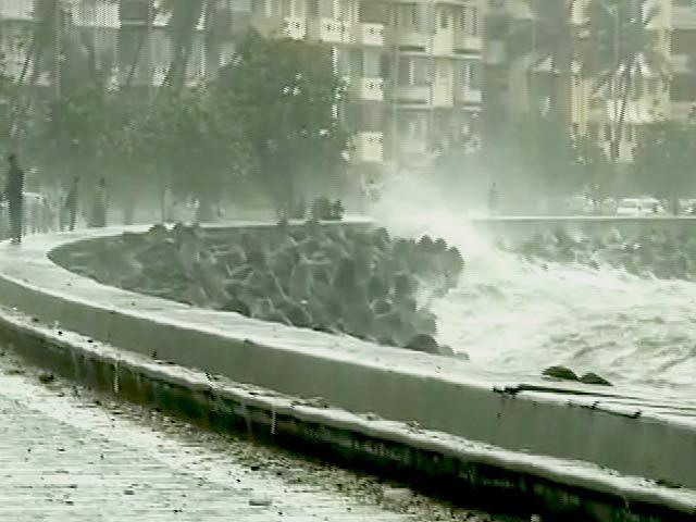 Video : मुंबई में हाइटाइड की चेतावनी