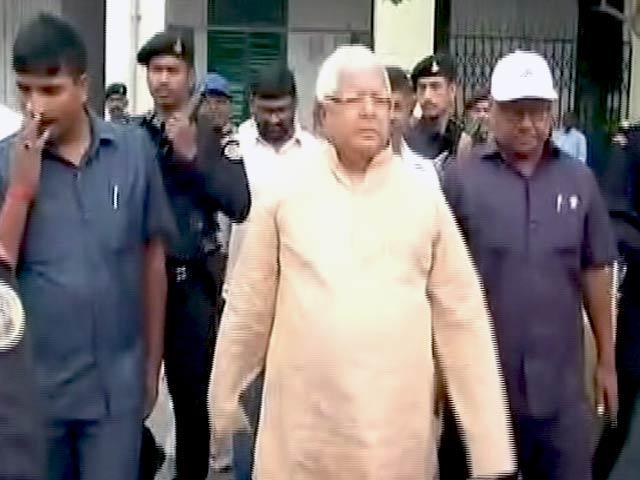 Videos : अब पटना एयरपोर्ट के रनवे तक नहीं जा पाएगी लालू-राबड़ी की गाड़ी