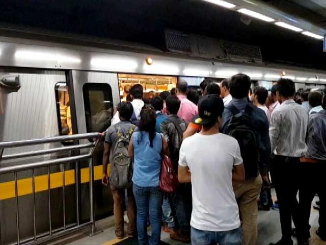 Video : सोमवार को थम सकते हैं दिल्ली मेट्रो के पहिए
