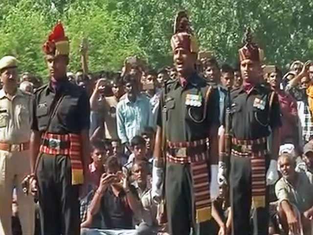 Videos : इंडिया 9 बजे : पाकिस्तान की फायरिंग में एक हफ्ते में 6 जवान शहीद