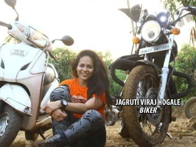 Video : Mumbai Woman Biker Swerves To Avoid Pothole, Run Over By Truck