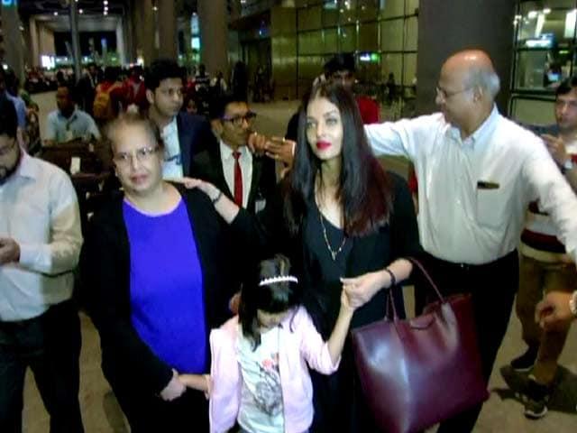 Hrithik, Shahid, Abhishek, Aishwarya & Other Stars Spotted At Mumbai Airport
