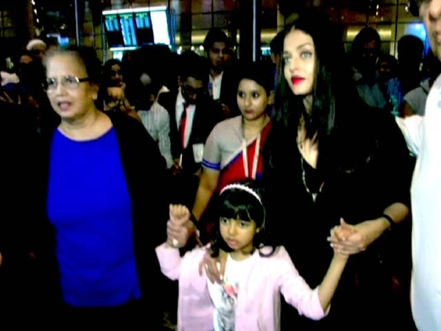Video : Hrithik, Shahid, Abhishek, Aishwarya & Other Stars Spotted At Mumbai Airport