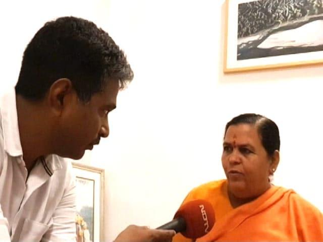 Video : दीनानाथ बत्रा के बचाव में उतरीं केंद्रीय मंत्री उमा भारती