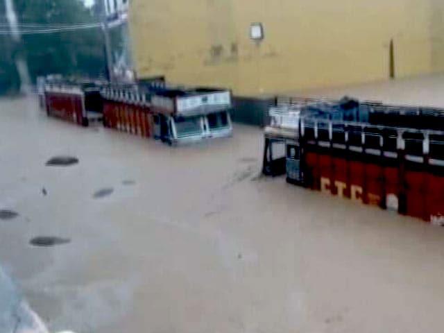 Video : बड़ी ख़बर : गुजरात में बारिश और बाढ़ का कहर
