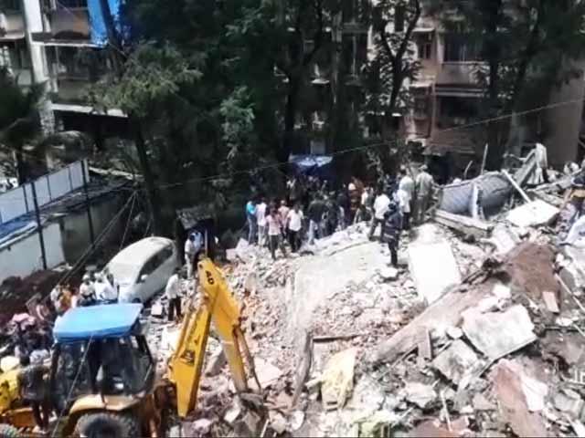 Video : मुम्बई के घाटकोपर पश्चिम में दामोदर पार्क के पास इमारत गिरी...