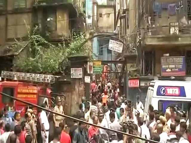 Video : Old Building Collapses In Kolkata, People Feared Trapped