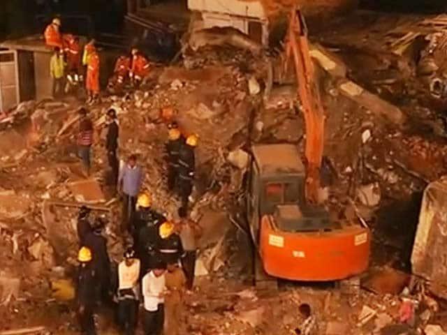 Video : घाटकोपर में चार मंजिला इमारत गिरी, 17 की मौत