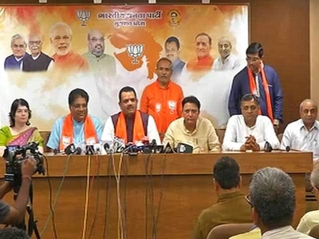 Video : गुजरात के तीन कांग्रेसी विधायकों ने थामा बीजेपी का हाथ