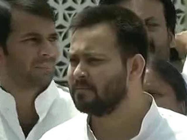 Videos : मुख्यमंत्री नीतीश कुमार पर तेजस्वी का तीखा हमला