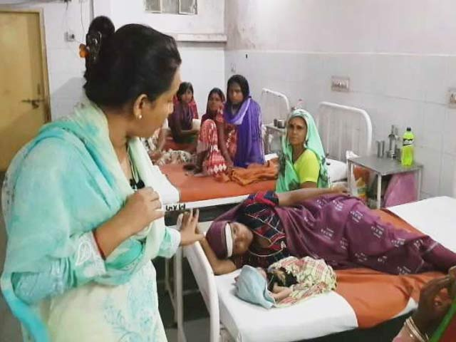 Video : जयपुर : डॉक्टरों की बड़ी लापरवाही, महिला ने अस्पताल के बाहर बच्चे को जन्म दिया