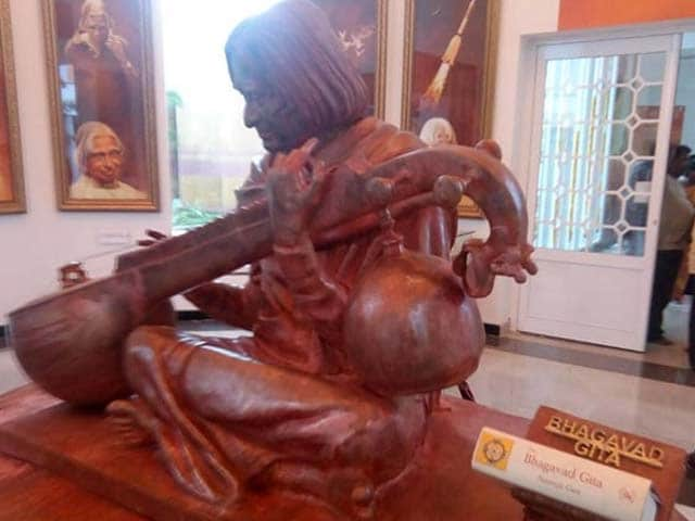 Video : Before Inauguration, A Bhagwad Gita Surfaced At President Kalam's Statue