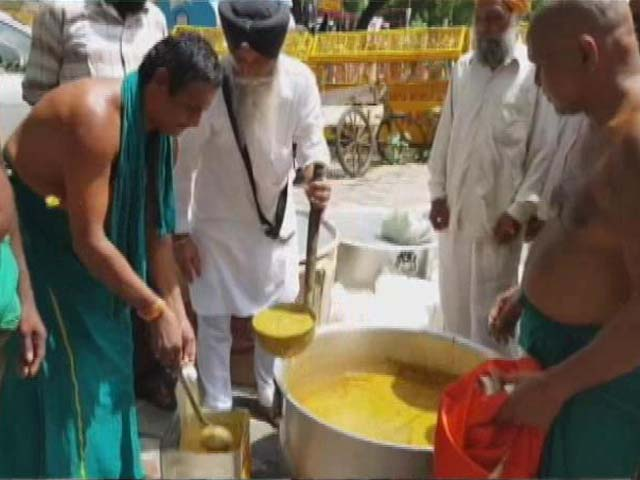 Video : For Tamil Nadu Farmers Protesting In Delhi, Daily <i>Langar</i> From Gurdwara