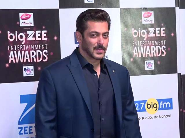 Don't Miss! Salman's Red Carpet Swag