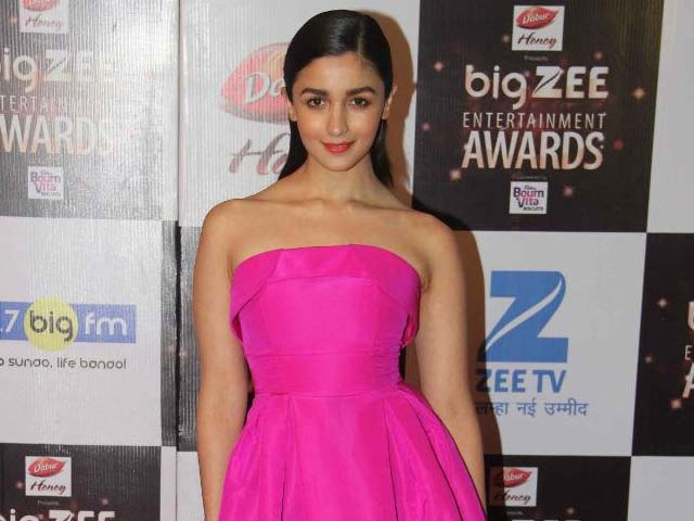 Alia Bhatt Reacts To Kareena Kapoor Khan's Gym Looks