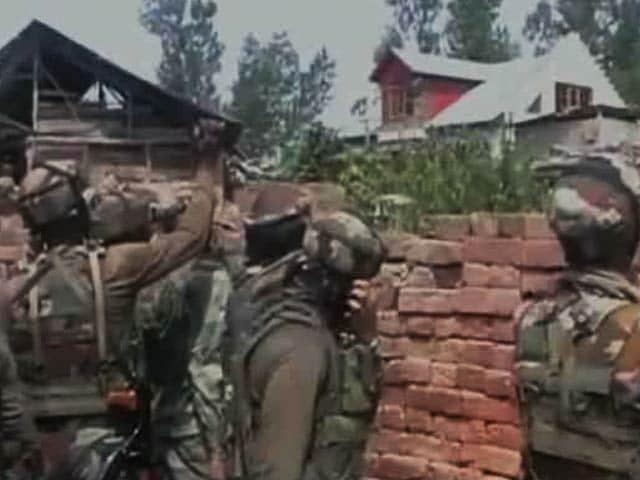 Video : इंडिया 8 बजे : जम्मू-कश्मीर में लश्कर कमांडर अबू दुजाना ढेर