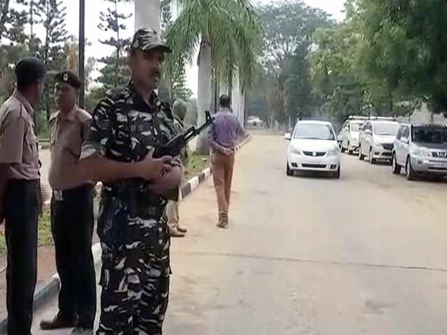 Videos : कांग्रेसी MLA जिस रिसॉर्ट में ठहरे हैं वहां पहुंची आयकर की टीम