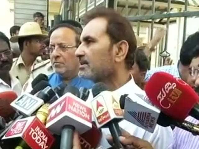 Videos : इंडिया 8 बजे: आयकर छापों पर कांग्रेस का आरोप- राजनीतिक दुश्मनी निकाल रही है बीजेपी