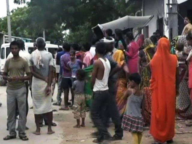 Videos : आगरा में बुजुर्ग को चोटी काटने वाली समझकर मार डाला