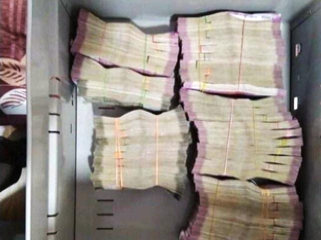 Video : कांग्रेस मंत्री के ठिकानों से 11 करोड़ बरामद
